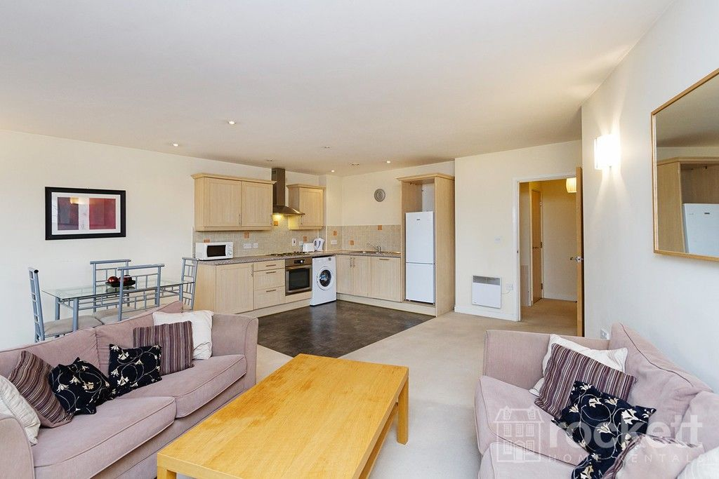 1 bed flat to rent in Newcastle Under Lyme  - Property Image 9