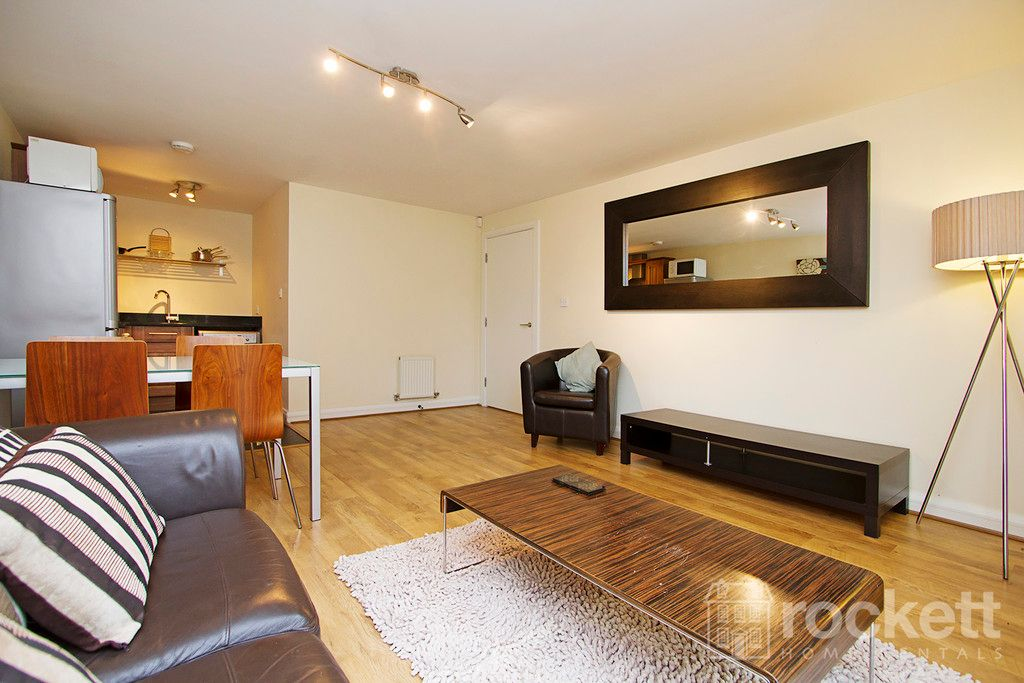 2 bed flat to rent in Kings Oak Court, Tittensor  - Property Image 4