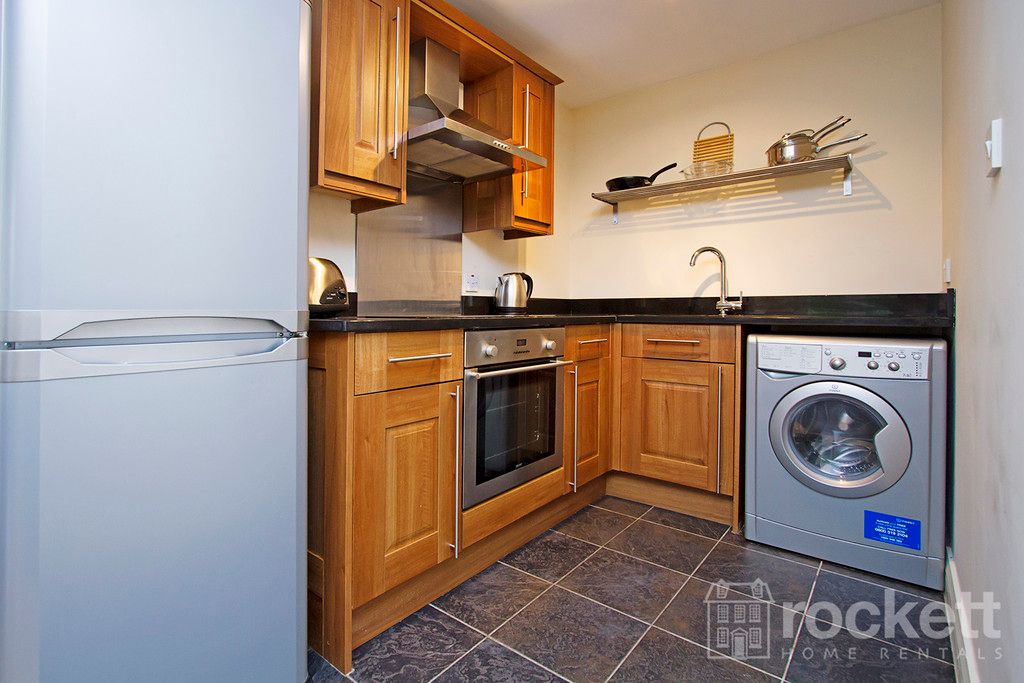2 bed flat to rent in Kings Oak Court, Tittensor  - Property Image 9