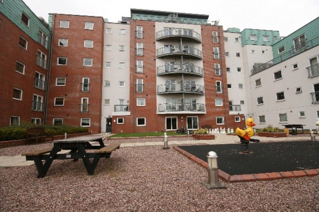 2 bed flat to rent in Newcastle Under Lyme  - Property Image 34