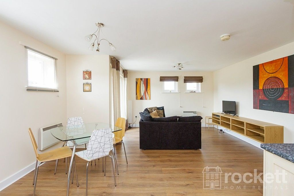 2 bed flat to rent in Newcastle Under Lyme  - Property Image 7
