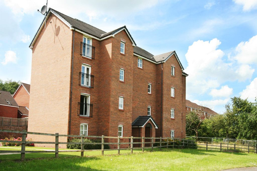 2 bed Flat to rent in Newcastle Under Lyme, ST5