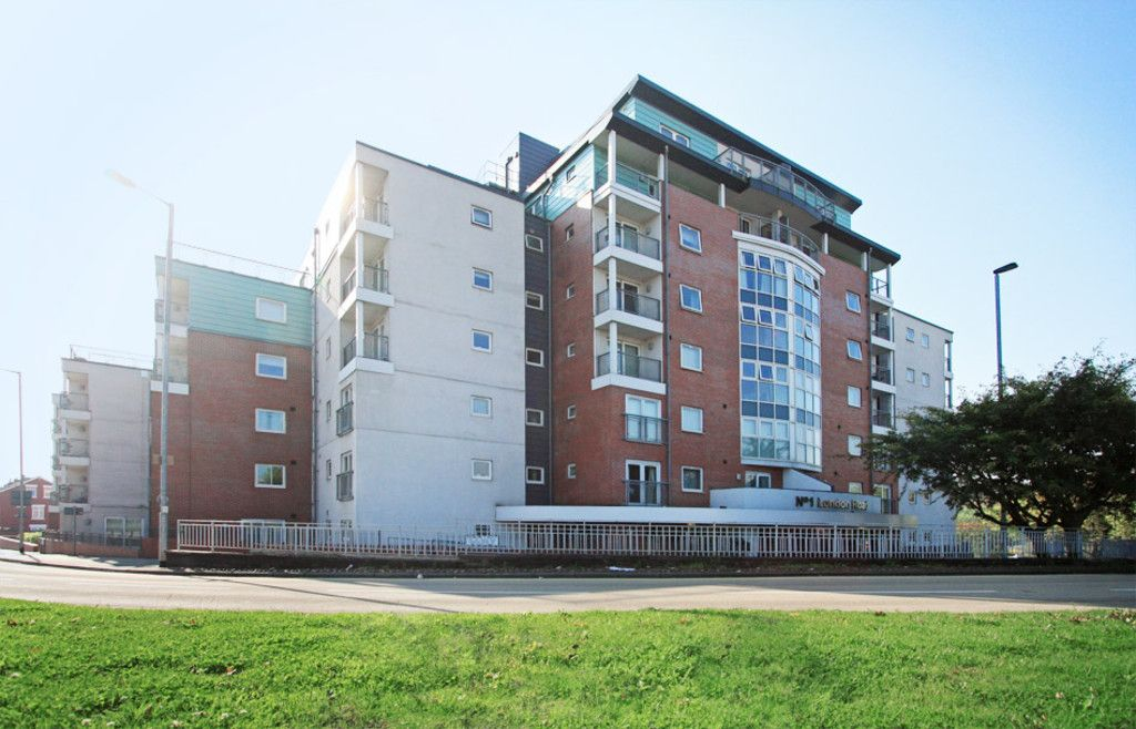 3 bed flat to rent in Newcastle Under Lyme - Property Image 1