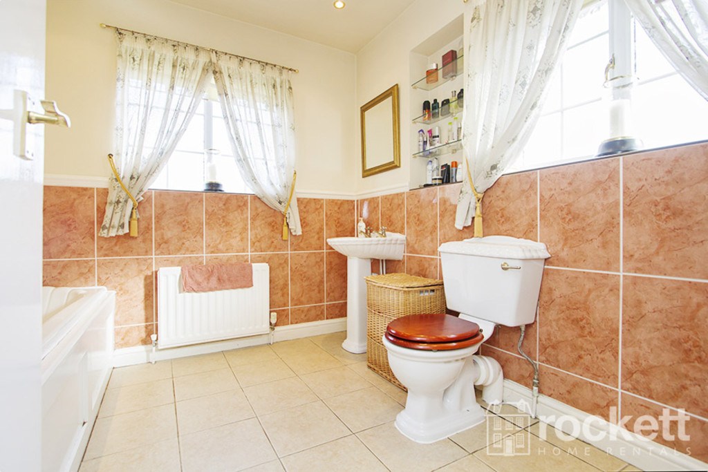 5 bed house to rent in Newcastle Under Lyme  - Property Image 17