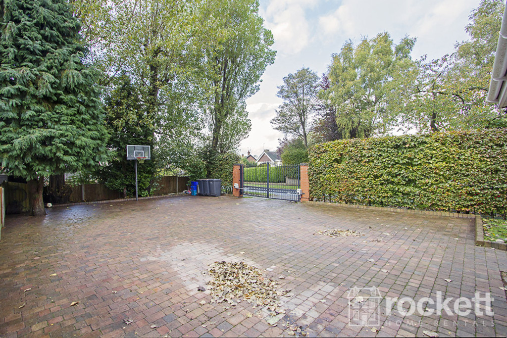 5 bed house to rent in Newcastle Under Lyme  - Property Image 25
