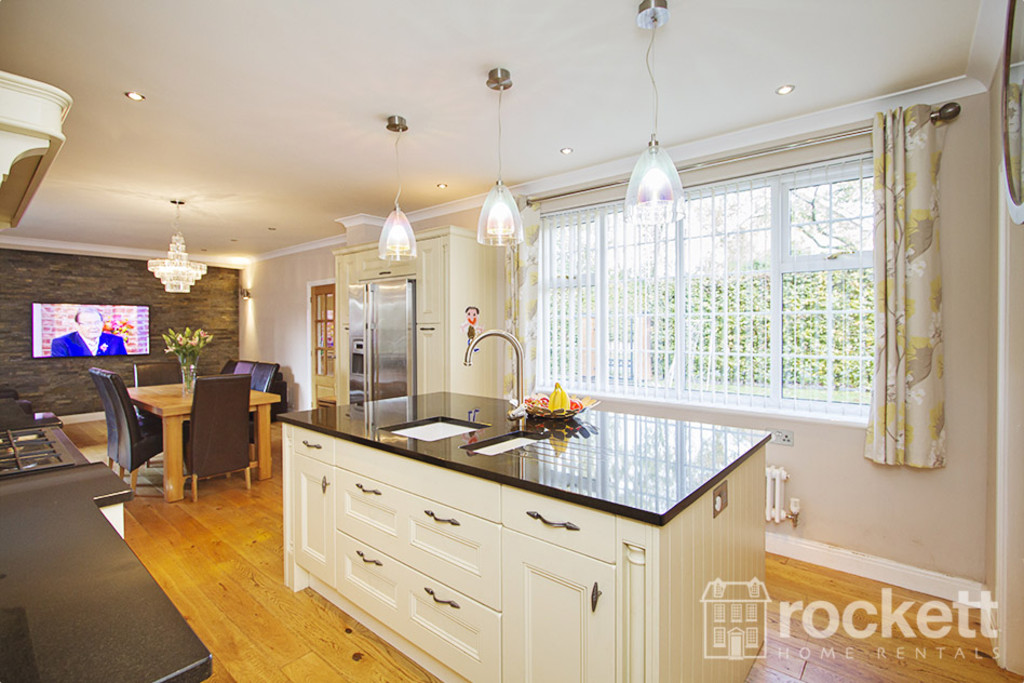 5 bed house to rent in Newcastle Under Lyme  - Property Image 4