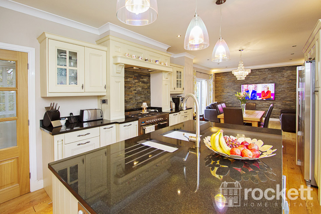 5 bed house to rent in Newcastle Under Lyme  - Property Image 5
