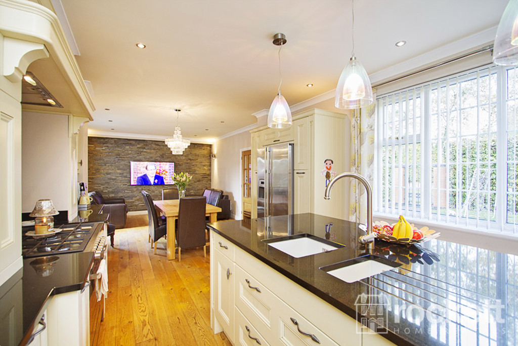 5 bed house to rent in Newcastle Under Lyme  - Property Image 6
