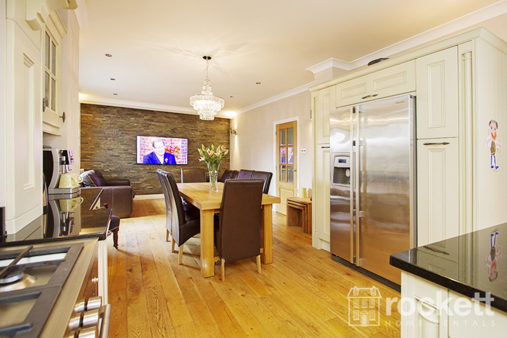5 bed house to rent in Newcastle Under Lyme  - Property Image 7