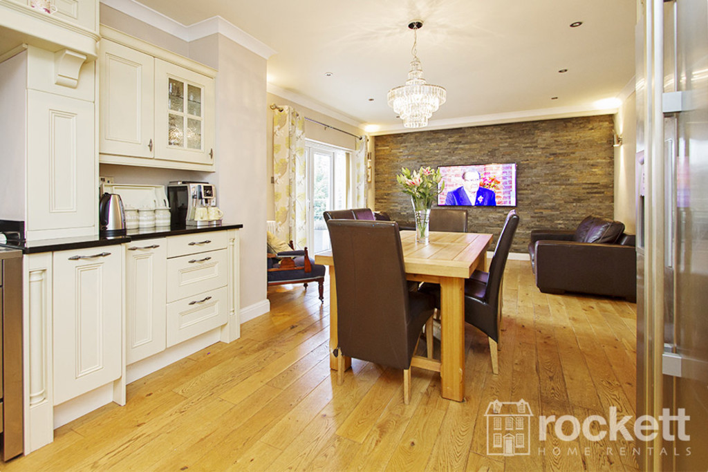 5 bed house to rent in Newcastle Under Lyme  - Property Image 8