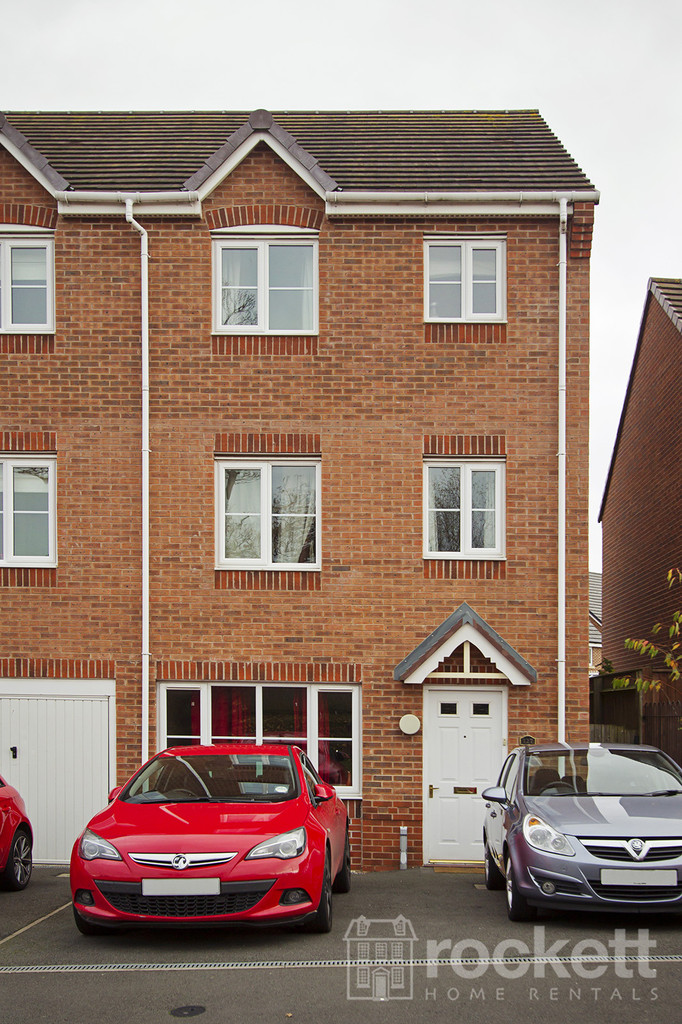 5 bed House to rent in Galingale View, Newcastle-Under-Lyme, ST5