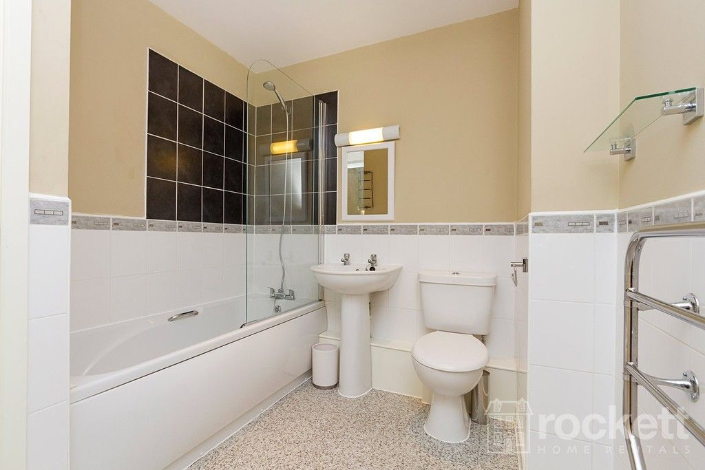 2 bed flat to rent in Newcastle Under Lyme  - Property Image 25