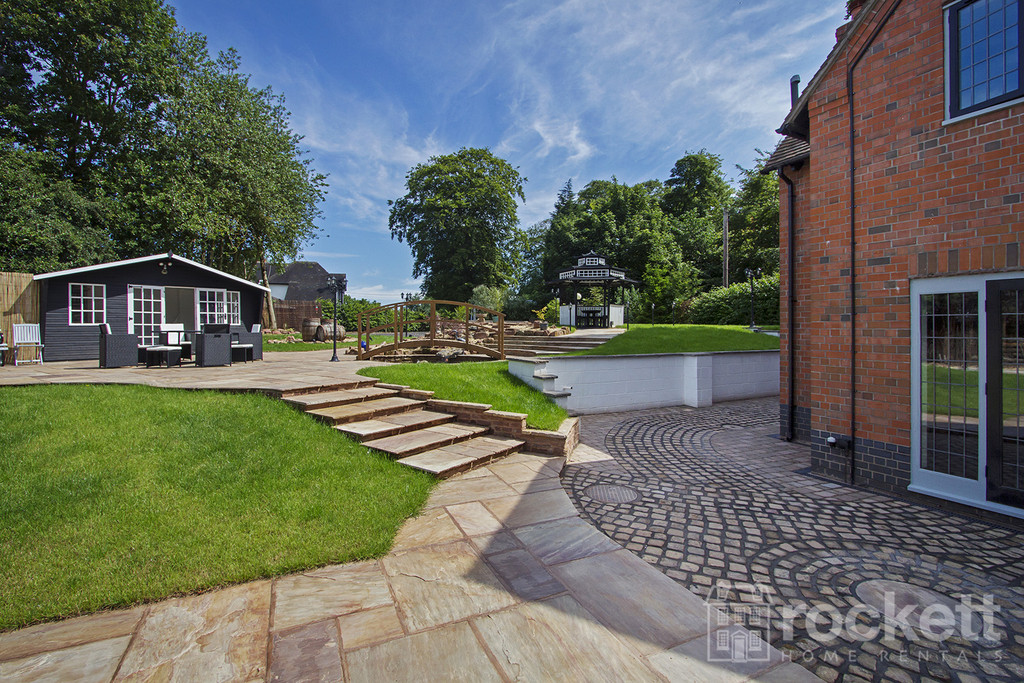 4 bed house to rent in Newcastle Under Lyme  - Property Image 8
