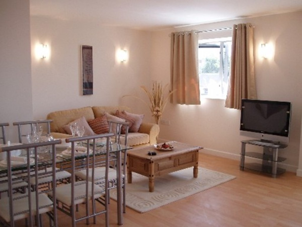 2 bed flat to rent in Newcastle-Under-Lyme  - Property Image 3
