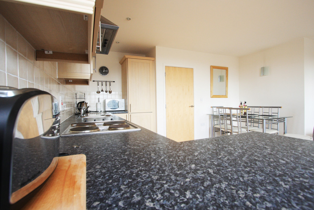 2 bed flat to rent in Newcastle-Under-Lyme  - Property Image 5