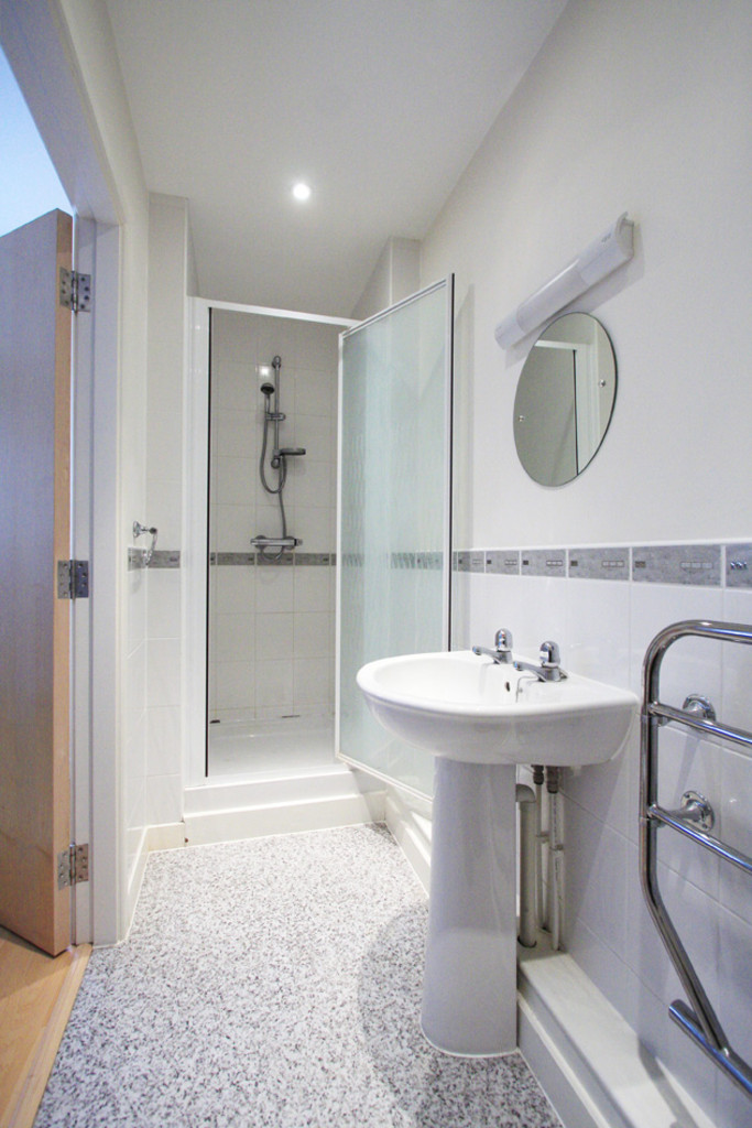 2 bed flat to rent in Newcastle-Under-Lyme  - Property Image 9
