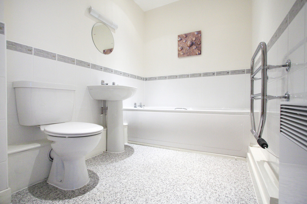 2 bed flat to rent in Newcastle-Under-Lyme  - Property Image 10