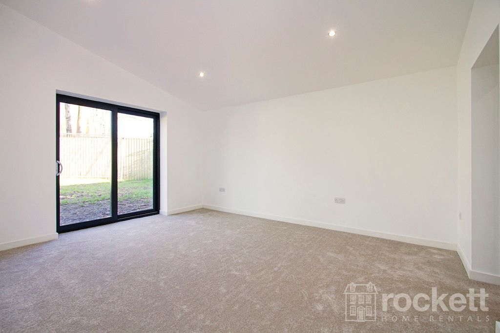3 bed bungalow to rent in Newcastle Under Lyme  - Property Image 33