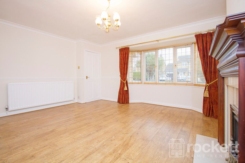 4 bed house to rent in Newcastle Under Lyme  - Property Image 13