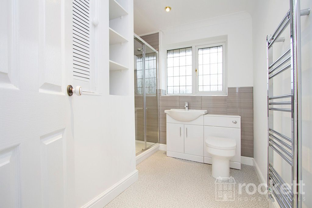 4 bed house to rent in Newcastle Under Lyme  - Property Image 4