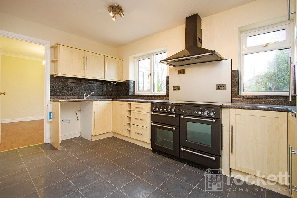 4 bed house to rent in Newcastle Under Lyme  - Property Image 10