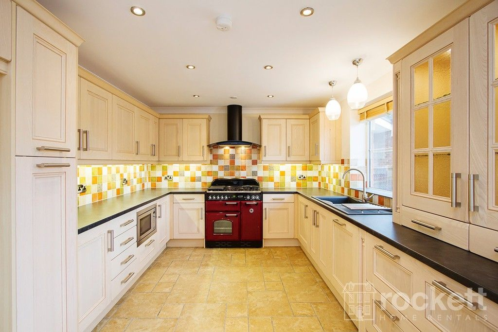 2 bed flat to rent in Kingsley Hall, Lymewood Close  - Property Image 2