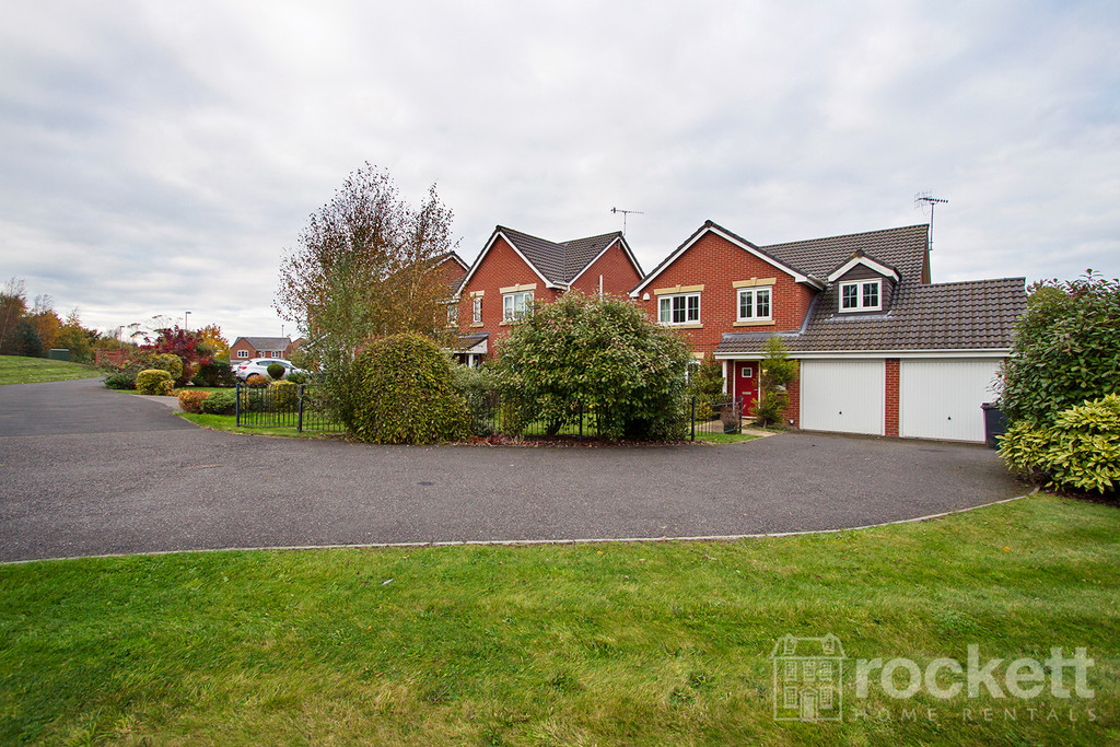 5 bed House to rent in Galingale View, Newcastle Under Lyme, ST5