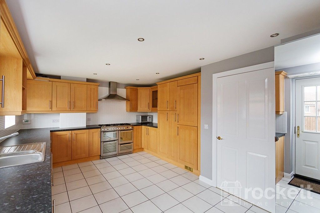 5 bed house to rent in Wychwood Village, Weston  - Property Image 11