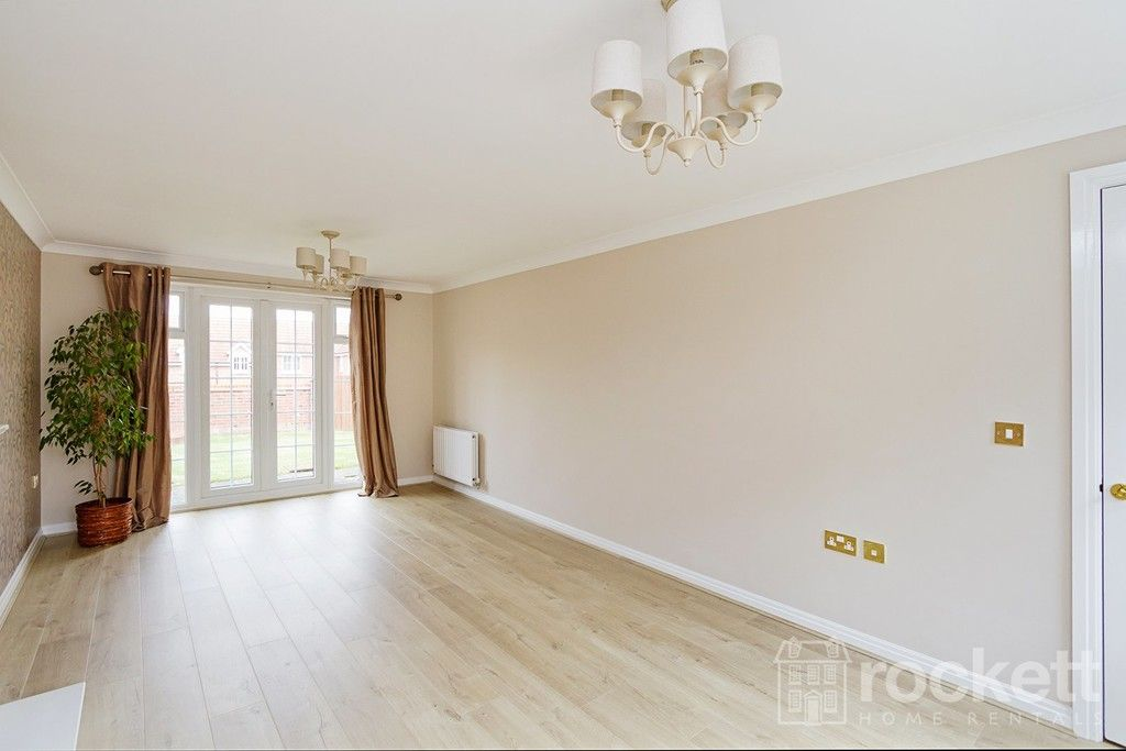 5 bed house to rent in Wychwood Village, Weston  - Property Image 14