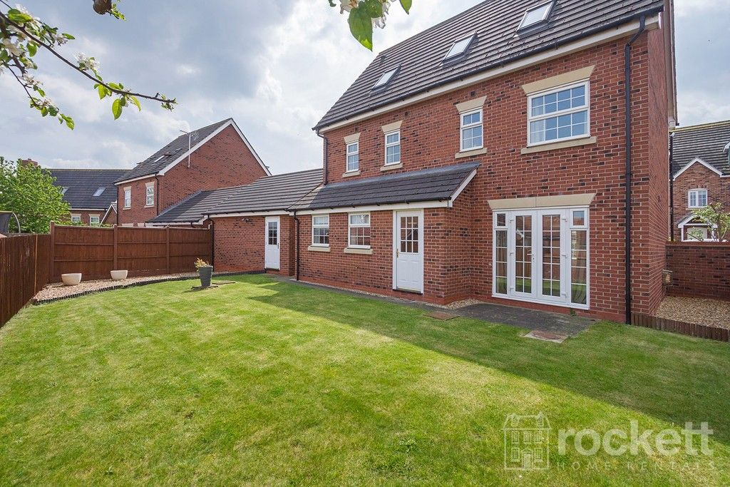 5 bed house to rent in Wychwood Village, Weston  - Property Image 39