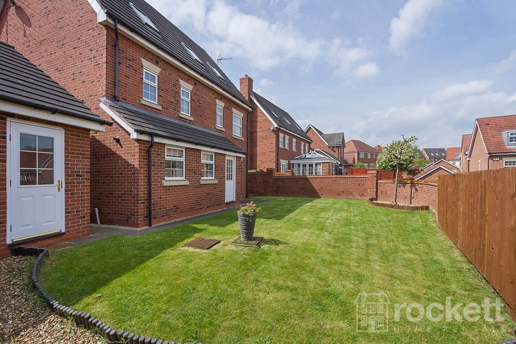 5 bed house to rent in Wychwood Village, Weston  - Property Image 42
