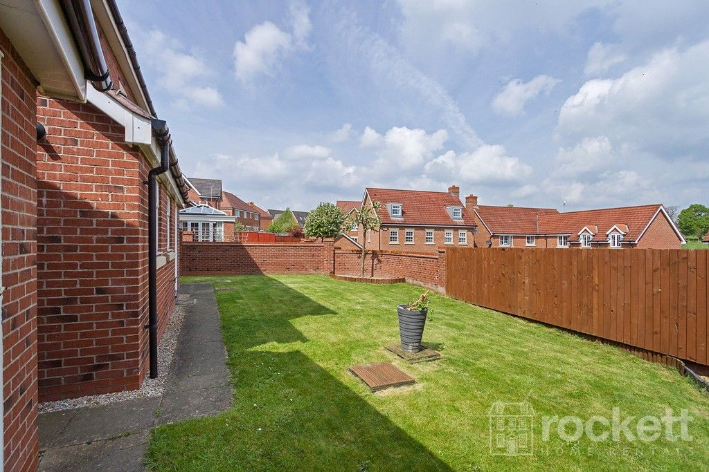 5 bed house to rent in Wychwood Village, Weston  - Property Image 44