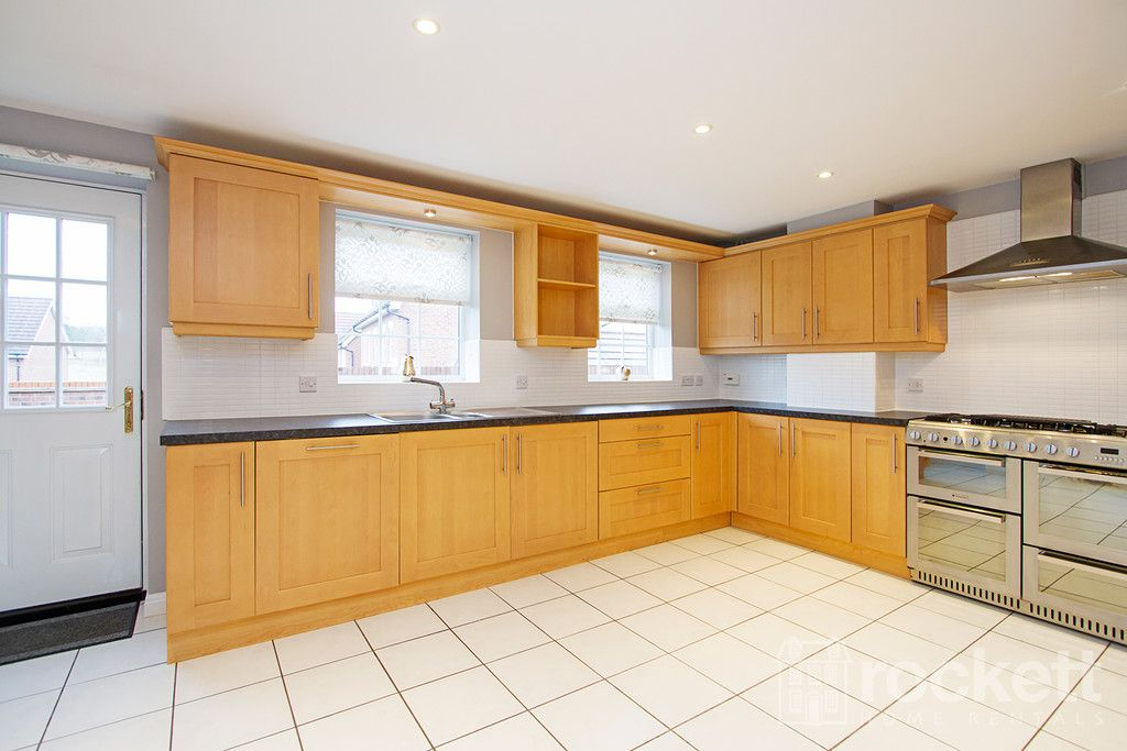 5 bed house to rent in Wychwood Village, Weston  - Property Image 6