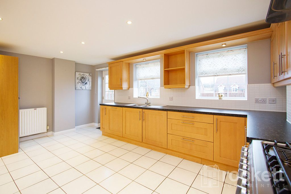 5 bed house to rent in Wychwood Village, Weston  - Property Image 7