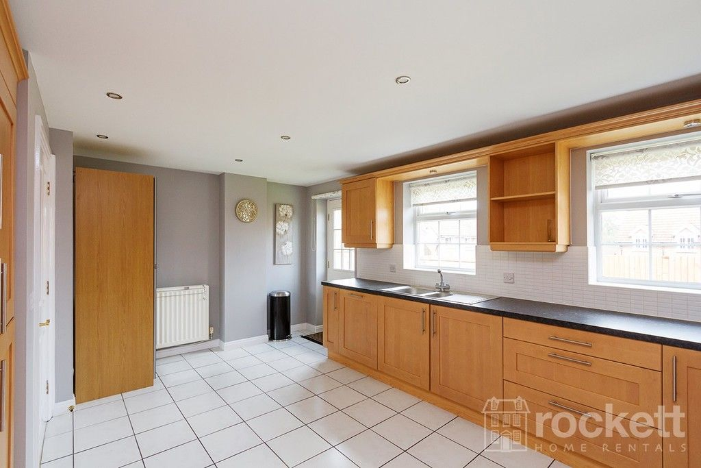5 bed house to rent in Wychwood Village, Weston  - Property Image 8
