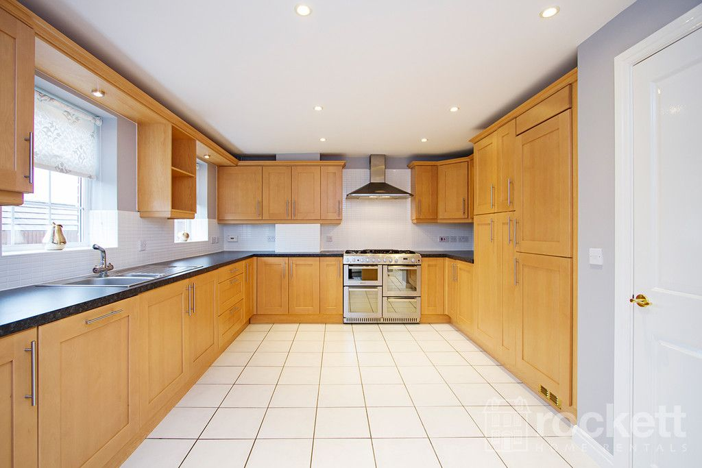 5 bed house to rent in Wychwood Village, Weston  - Property Image 10