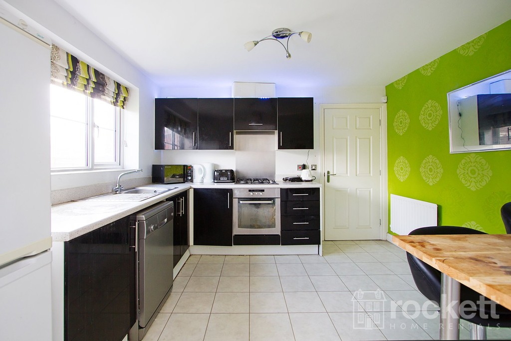4 bed house to rent in Galingale View, Newcastle Under Lyme  - Property Image 4