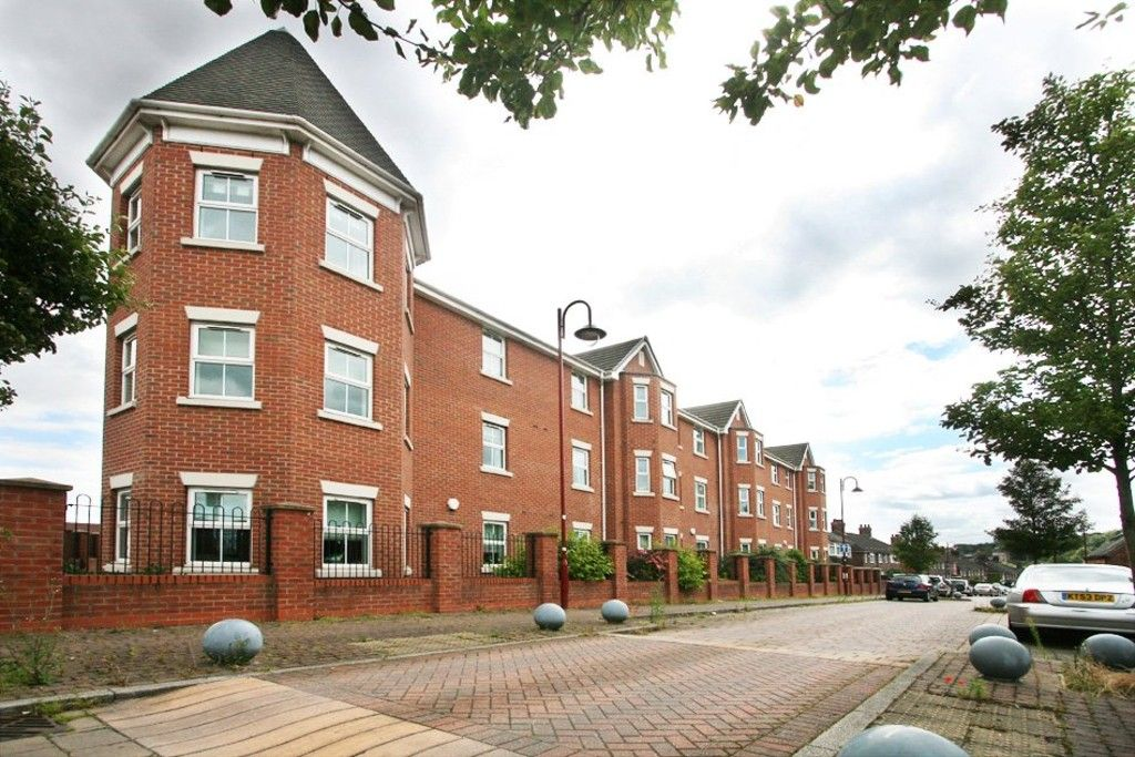 2 bed Flat to rent in Etruria Court, Humbert Road, ST1