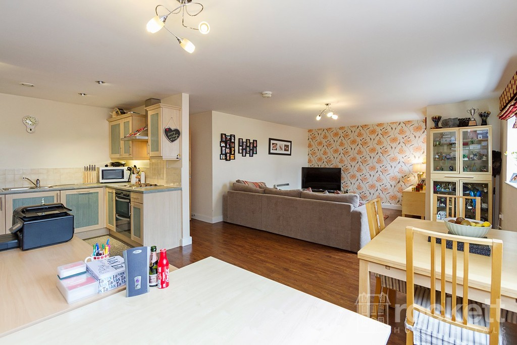 3 bed flat to rent  - Property Image 2