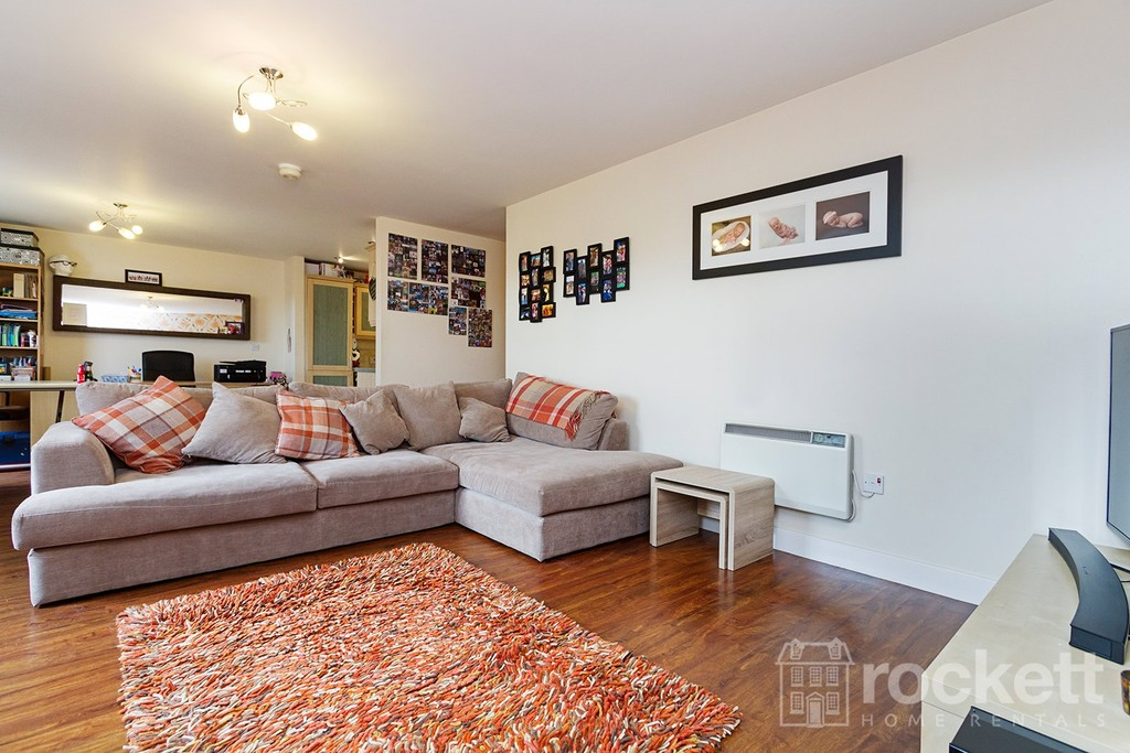 3 bed flat to rent  - Property Image 12