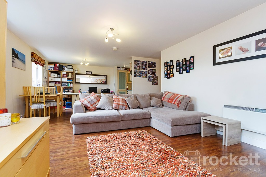 3 bed flat to rent  - Property Image 14