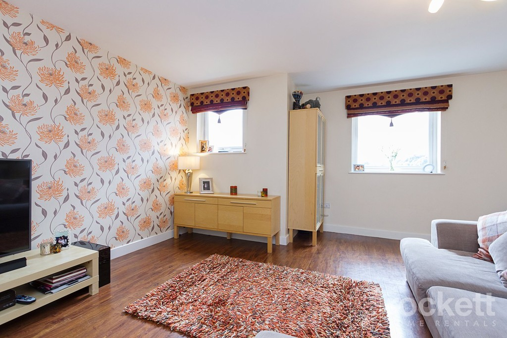 3 bed flat to rent  - Property Image 16