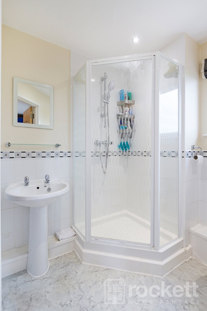 3 bed flat to rent  - Property Image 18