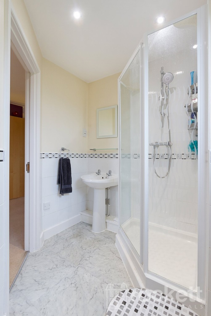 3 bed flat to rent  - Property Image 19