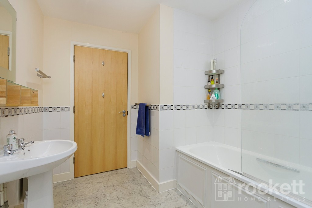 3 bed flat to rent  - Property Image 21