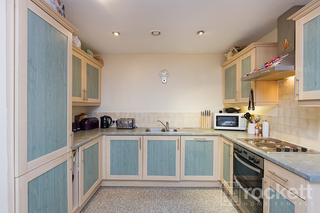 3 bed flat to rent  - Property Image 4