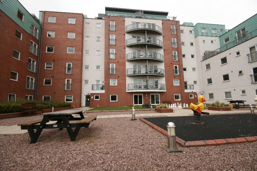 3 bed flat to rent  - Property Image 35