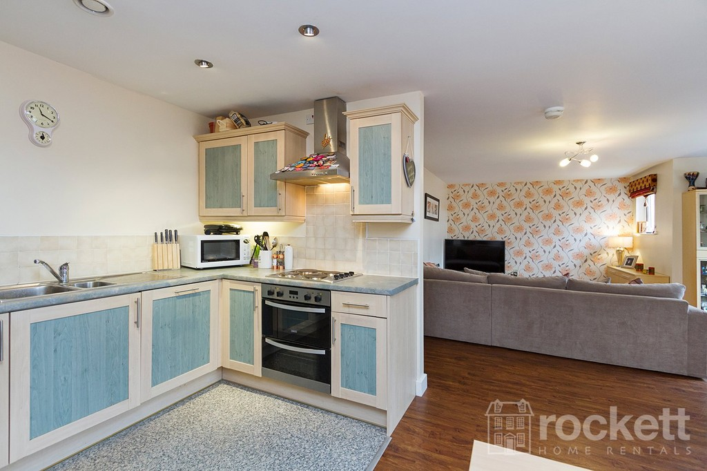 3 bed flat to rent  - Property Image 7