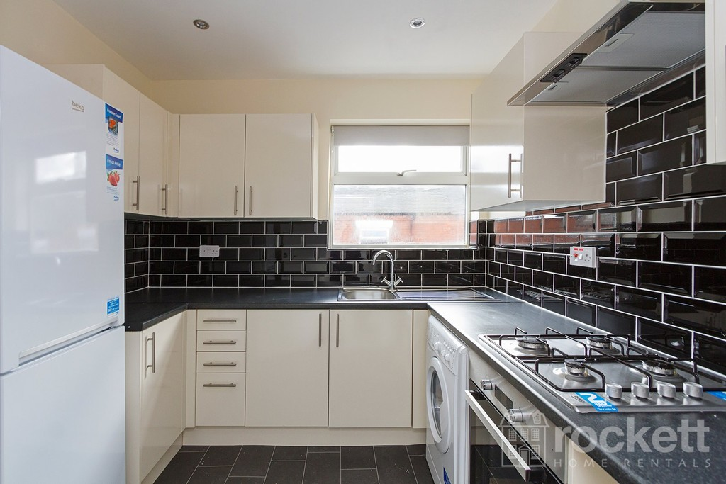 1 bed Flat to rent in Broad Street, Newcastle Under Lyme, ST5