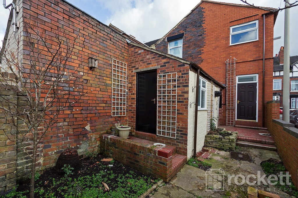 1 bed flat to rent in Broad Street, Newcastle Under Lyme  - Property Image 12